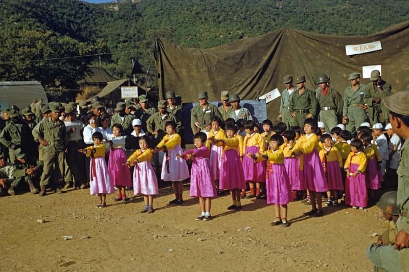 1 Schoolchildren,1953.jpg